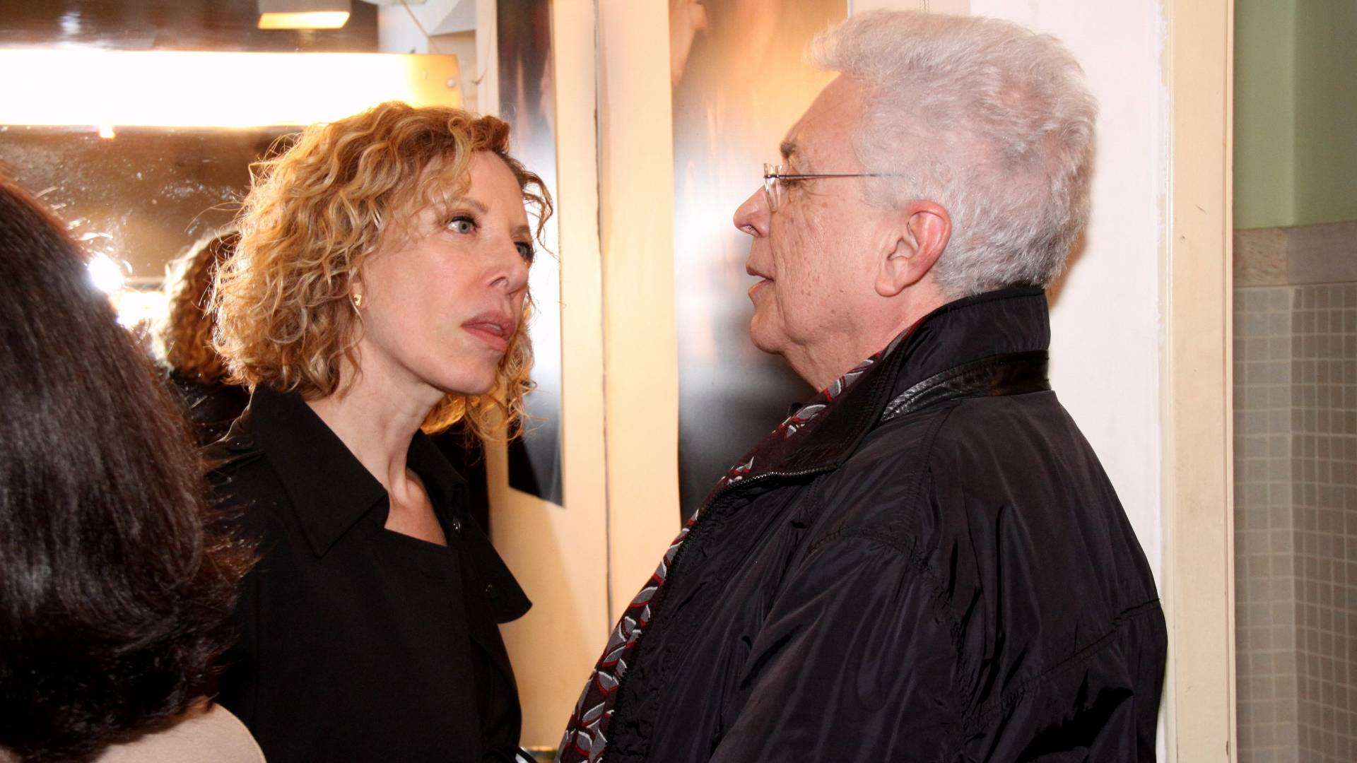 A apresentadora Marília Gabriela conversa com o autor Aguinaldo Silva no camarim do projeto