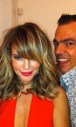 Atriz Paola Oliveira aparece de franja em ensaio fotográfico (19/7/11)