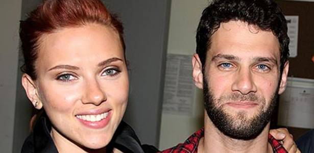Scarlett Johansson e Justin Bartha na estreia do espetáculo