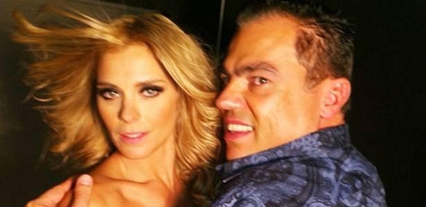 Carolina Dieckmann posa com Marco Antônio de Biaggi (25/7/11)