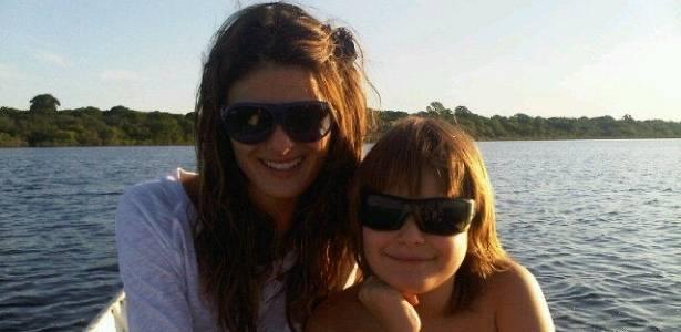 Isabeli Fontana curte férias em Manaus com o filho Zion (27/7/11)