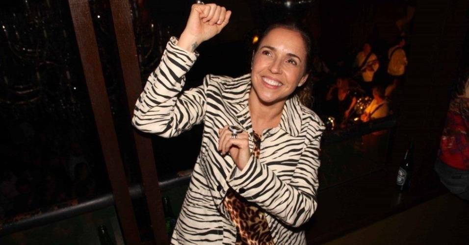 Daniela Mercury comemora seu aniversário de 46 anos com show do marido (28/7/11)