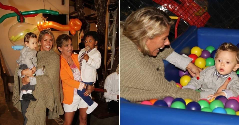Adriane Galisteu leva o filho Vittorio à festa de aniversário de Gabriel, filho de Astrid Fontenelle, em bufê infantil em São paulo (1/8/11)