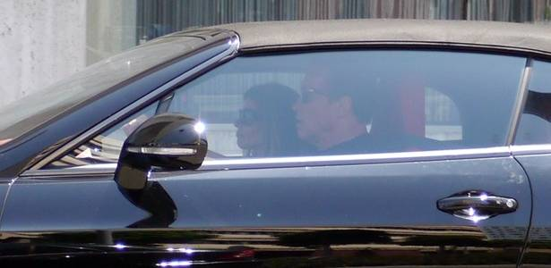 Arnold Schwarzenegger e Maria Shriver chegam juntos ao restaurante Barney's, em Beverly Hills, para comemorar os 64 anos do ator (30/7/11)