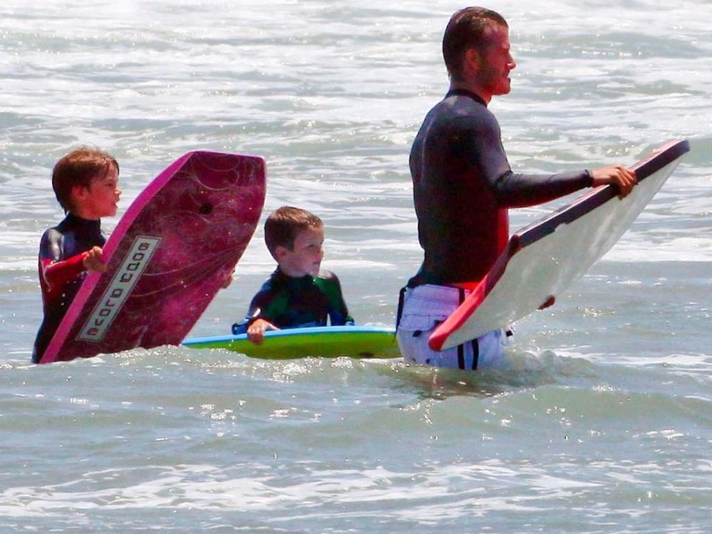 David Beckham passa o dia na praia com os filhos (30/7/11)