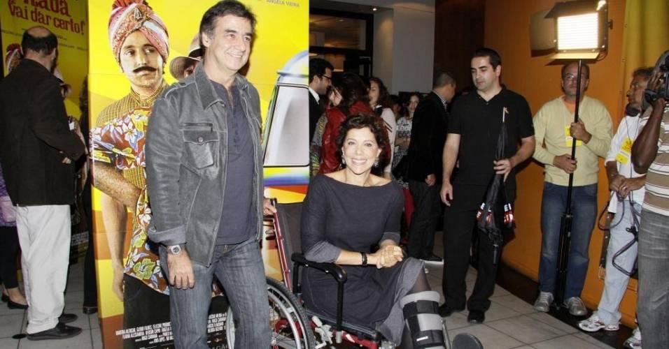 Ao lado do marido, Miguel Paiva, Ângela Vieira vai, de cadeira de rodas, à pré-estreia do filme