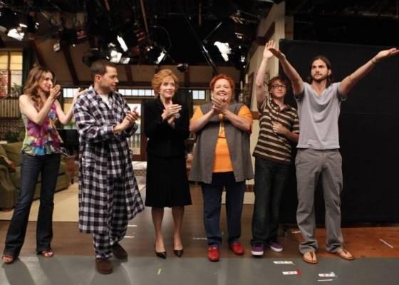 http://m.i.uol.com.br/celebridades/2011/08/07/o-ator-ashton-kutcher-a-dir-e-elenco-de-two-and-a-half-men-participam-do-primeiro-episodio-da-oitava-temporada-da-serie-6711-1312755138590_560x400.jpg