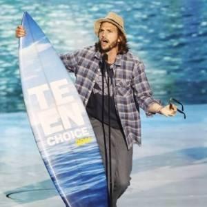 Ator Ashton Kutcher ganha o prêmio de melhor ator de cinema pela comédia romântica