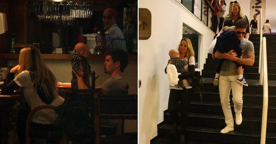 O ator Jonatas Faro jantou com a ex-mulher, Danielle Winits, e o filho de 3 meses, Guy, em um shopping do Rio de Janeiro, para comemorar seu aniversário de 24 anos. Na hora de ir embora, Faro carregou no colo o outro filho de Winits, Noah (11/8/11)
