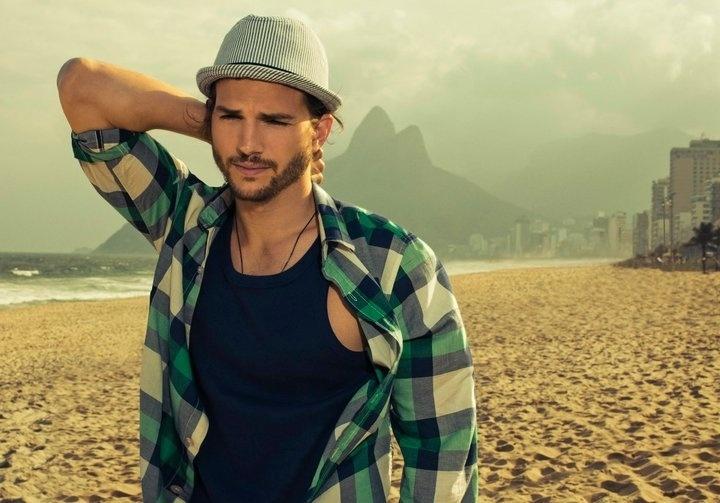 Imagem da campanha Primavera/Verão 2012 da Colcci, com o ator Ashton Kutcher, divulgada nesta sexta-feira (12). O astro esteve no Brasil em junho para fazer as fotos e desfilou pela marca na SPFW (12/8/11)