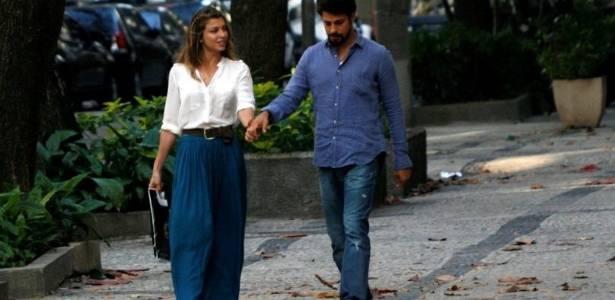 Grazi Massafera e Cauã Reymond passeiam pelas ruas do Rio de Janeiro (14/8/11)