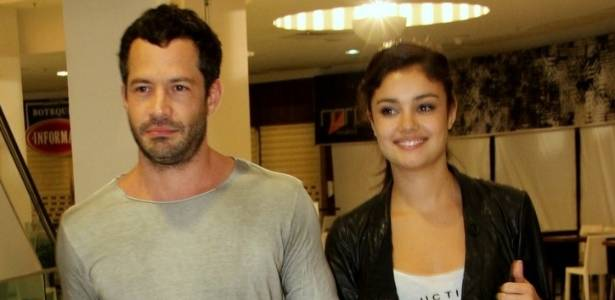 Malvino Salvador e Sophie Charlotte chegam de mãos dadas à pré-estreia do filme