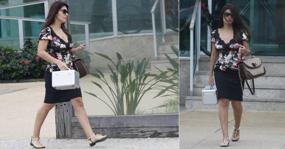 Juliana Paes é fotografada ao sair de uma academia no Rio de Janeiro (20/8/11)