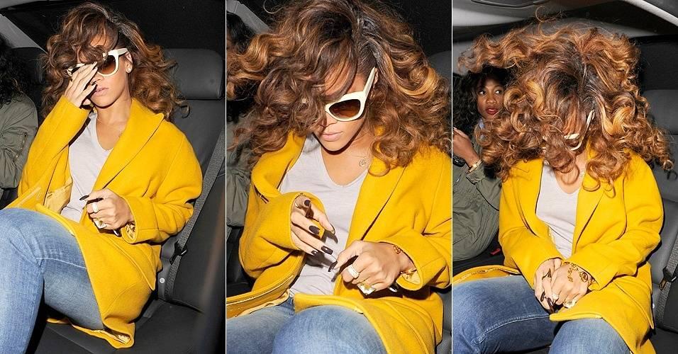 Rihanna tirou aquele cabelo laranja, que lembrava o Ronald McDonald. Isso pode ser visto claramente quando ela sacudiu sua cabelereira ao entrar no carro na noite de sexta-feira (19/8/11). A cantora estava deixando restaurante em Londres