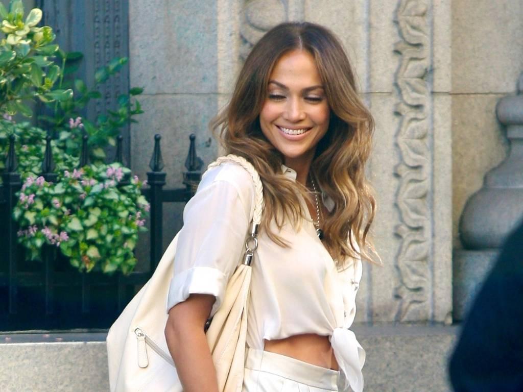 Jennifer Lopez grava novo clip em Los Angeles e exibe boa forma (21/8/11)