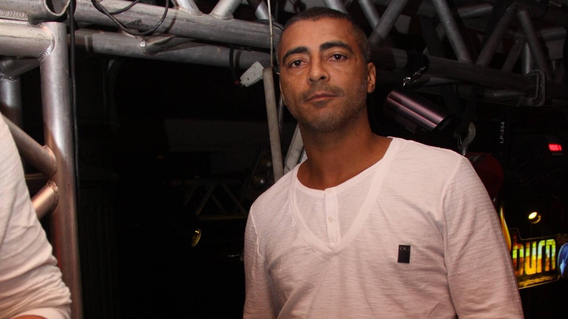 Romário ficou um dia preso em julho de 2009 por falta de pagamento de pensão. Um apartamento seu foi leiloado para pagamento de dívidas com o condomínio e um vizinho. Antes, também teve sua conta bloqueada e problemas com o imposto de renda
