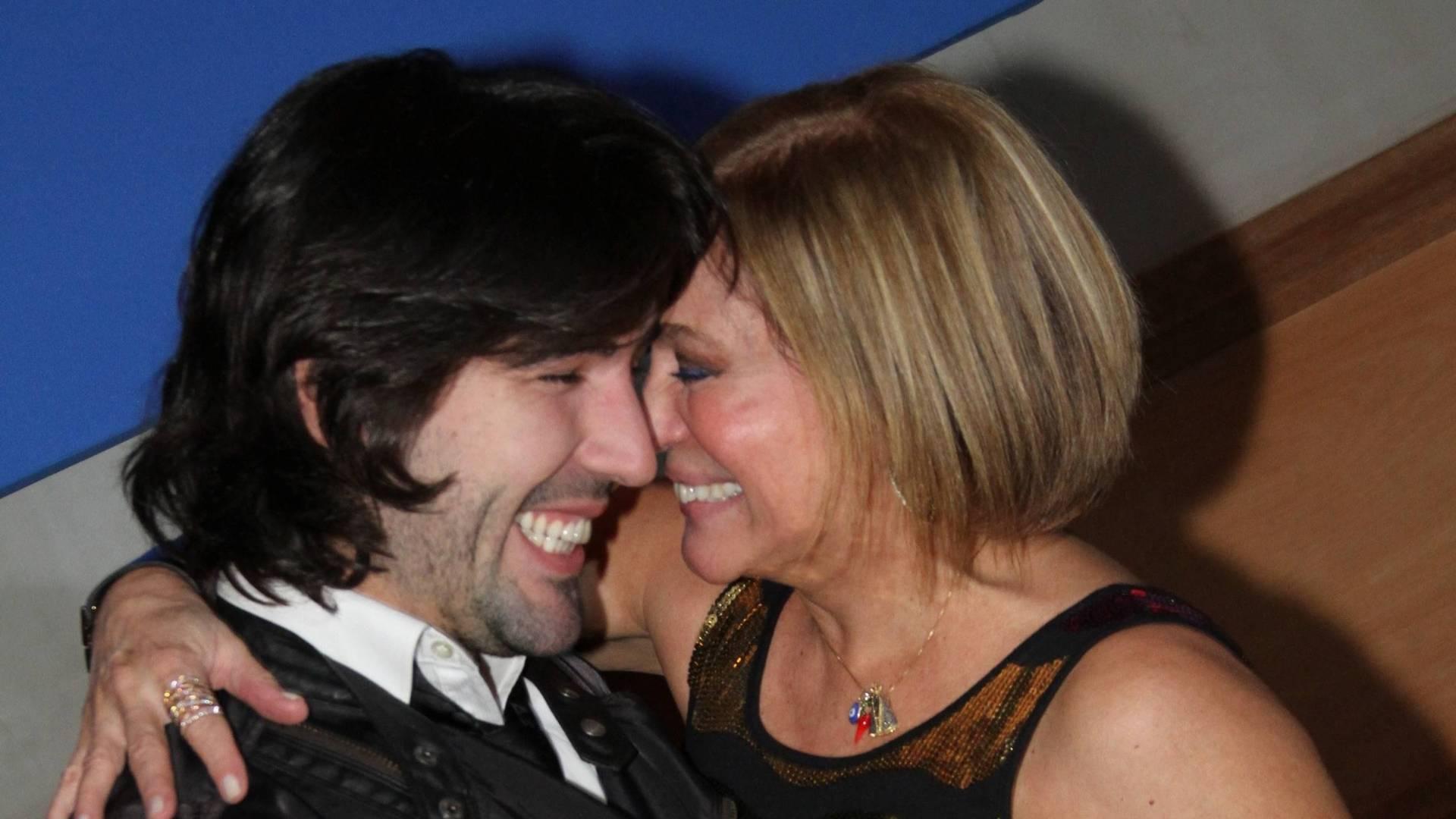Susana Vieira completa 69 anos e comemora ao lado do namorado, Sandro Pedroso (23/8/11)
