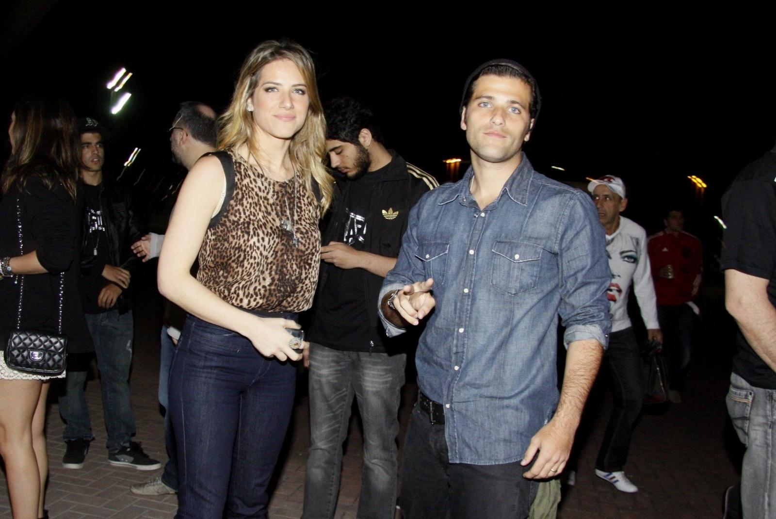Gionnava Ewbank e Bruno Gagliasso é mais um casal que veio prestigiar o evento UFC Rio, em que atletas lutam na modalidade MMA - artes marciais mistas