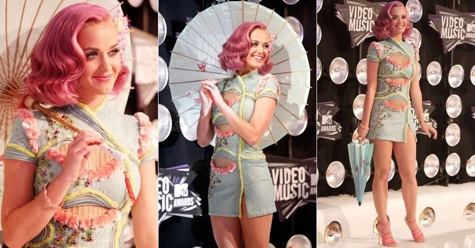 Katy Perry faz pose ao chegar ao VMA 2011, em Los Angeles (28/8/2011)