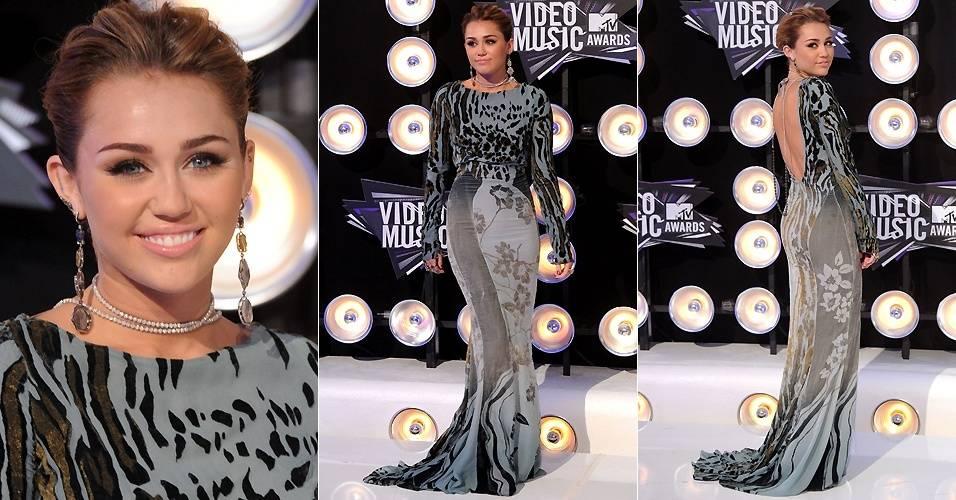 Miley Cyrus posa no tapete vermelho do VMA 2011, em Los Angeles (28/8/2011)