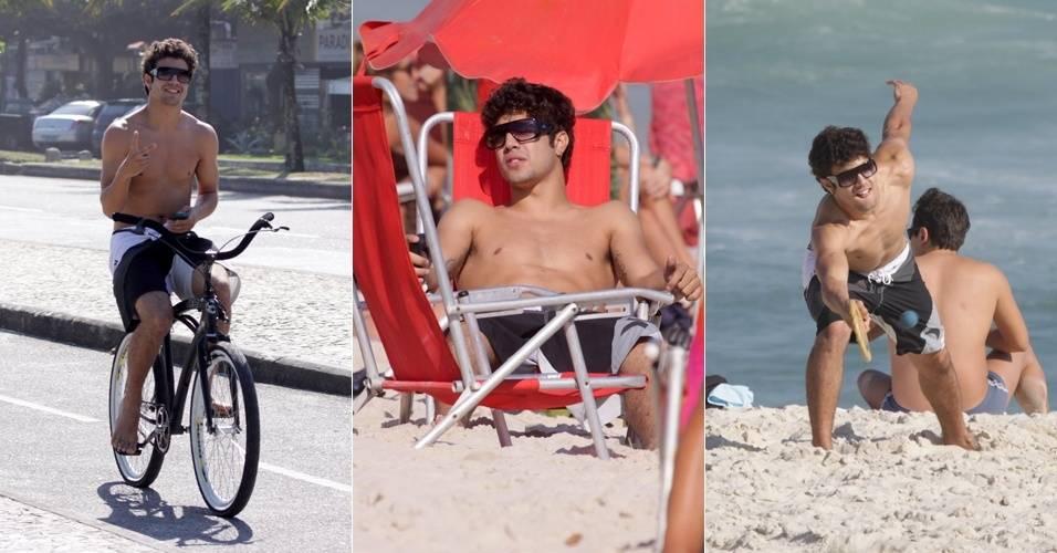 Caio Castro passeia de bicicleta e joga frescobol com amigos na praia da Barra da Tijuca, no Rio (29/8/11)
