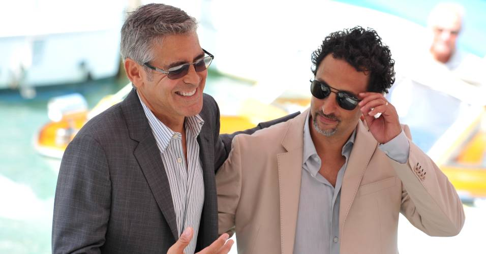 O ator George Clooney e o produtor Grant Heslov conversam em Veneza. Eles esto na cidade italiana para promoverem ou filme 