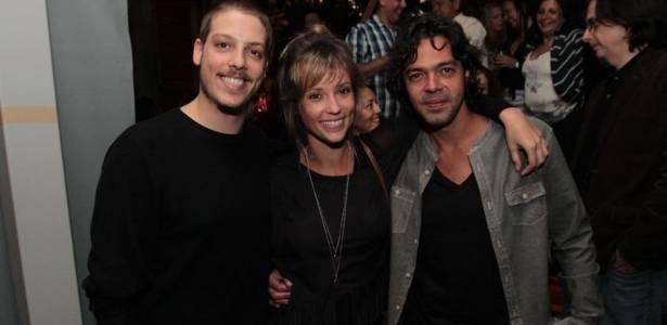 Fábio Porchat (à esq.), Juliana Didone e Bruno Mazzeo comemoram o sucesso do longa