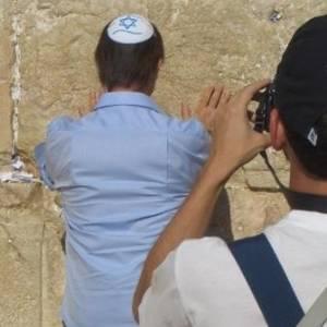 Em Israel, Roberto Carlos visita o Muro das Lamentações (4/9/11)