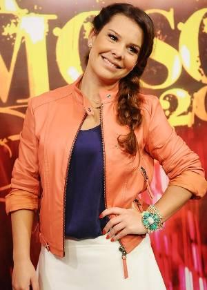 A atriz Fernanda Souza na final da