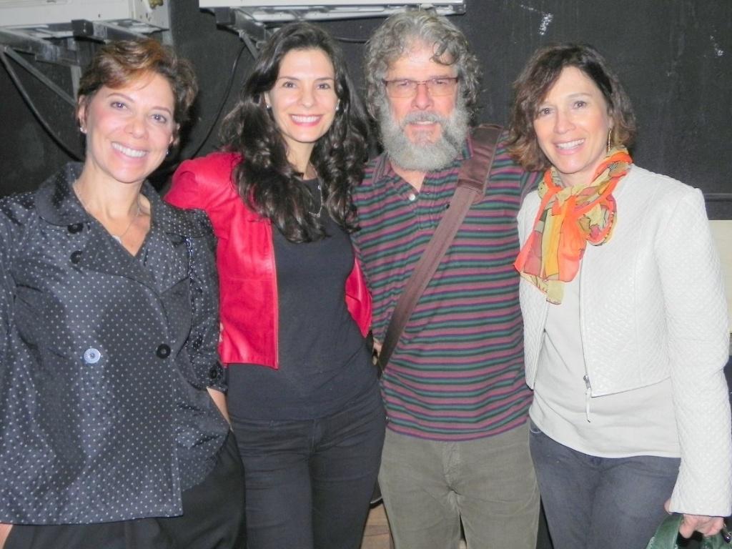 Ângela Vieira, Helena Ranaldi e Natália do Vale prestigiam o amigo José Mayer em musical (8/9/11)