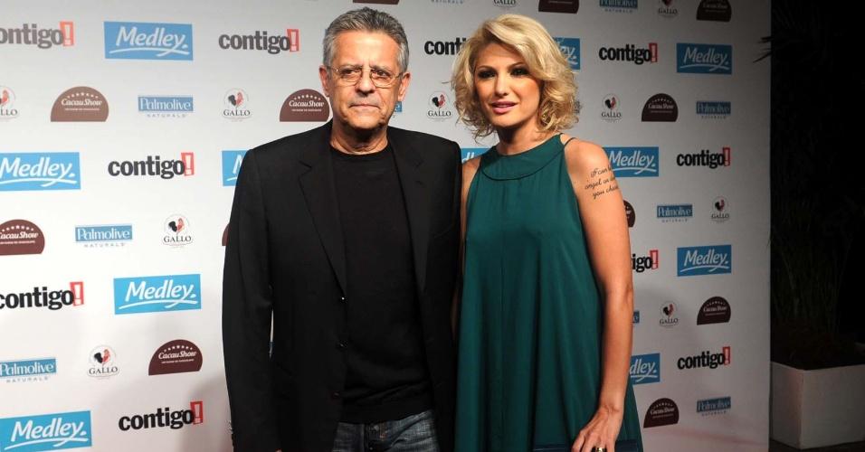O ator e diretor Marcos Paulo e sua mulher, Antonia Fontenelle vão à cerimônia do Prêmio Contigo de Cinema Nacional, no Teatro Tom Jobim, no Rio (12/9/11)