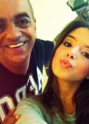 Giovanna Lancellotti posta foto com maquiador Duh Nunes (14/9/11)