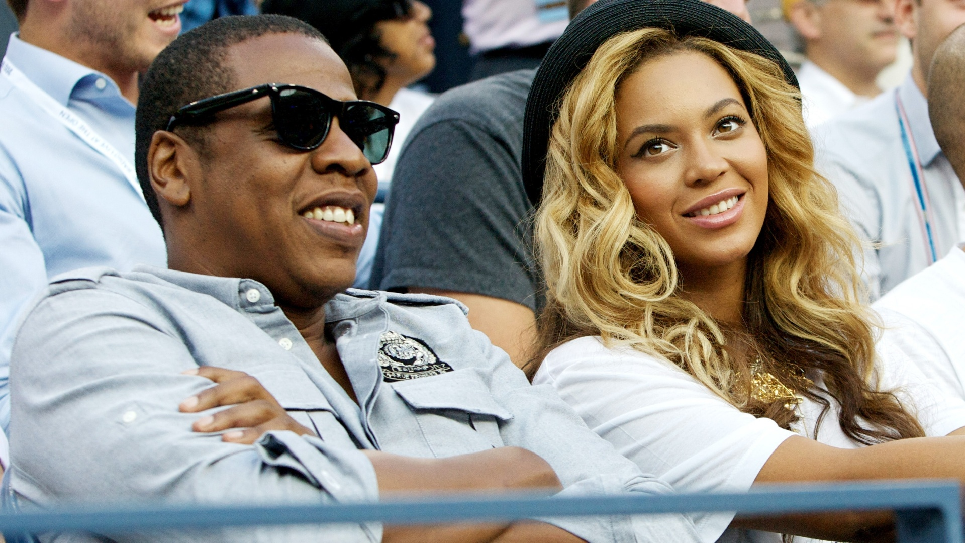 Grvida do primeiro filho, cantora Beyonc e o marido Jay-Z assistem torneio de tnis (12/9/11)