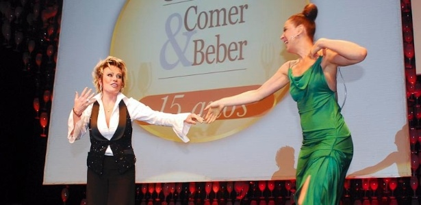 Ana Maria Braga e Claudia Raia so mestres de cerimnia durante premiao em So Paulo (15/9/11)