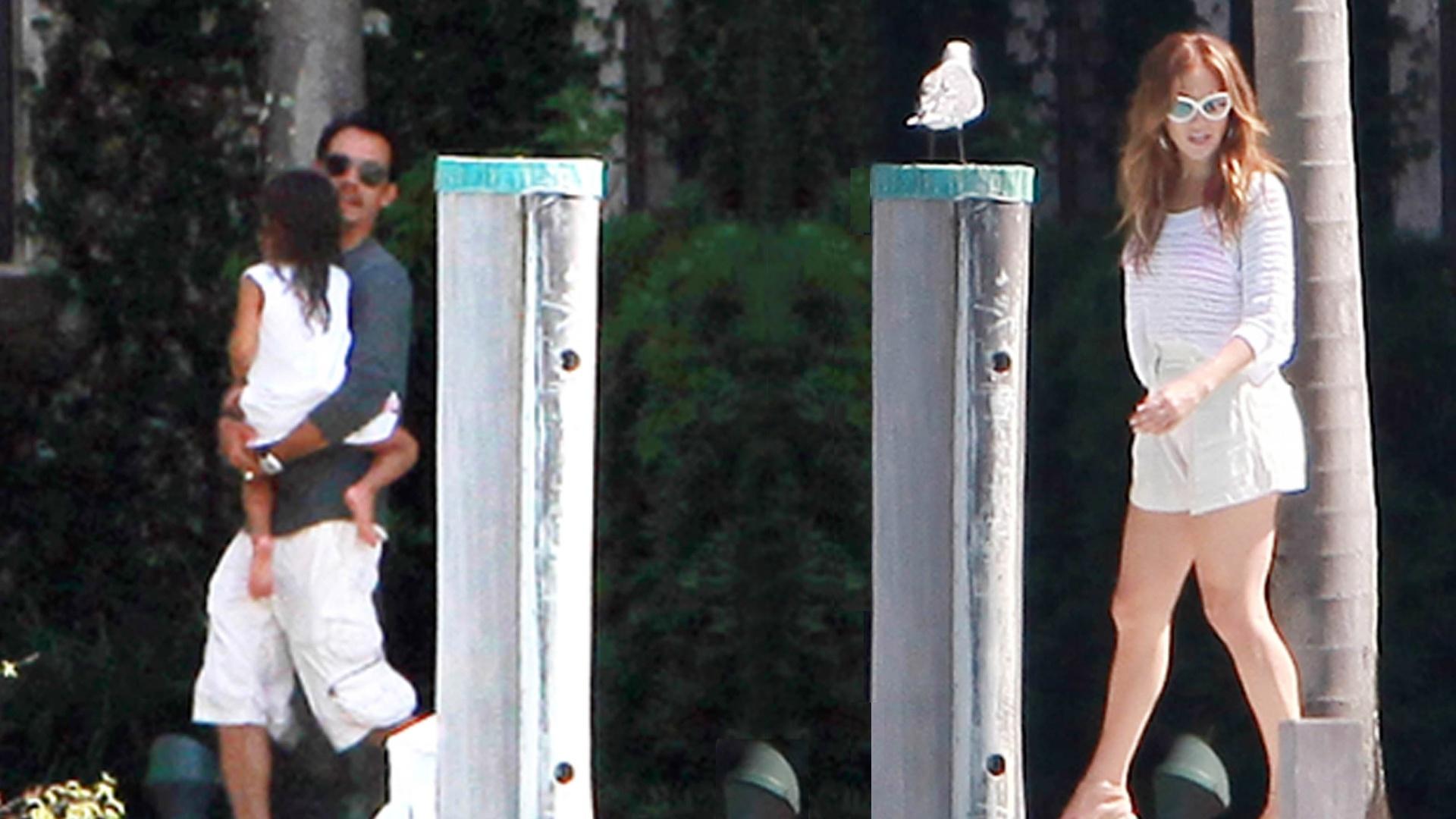 Após separação, Jennifer Lopez visita o ex-marido Marc Anthony (17/9/11)
