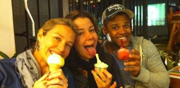 Grávida de seu primeiro filho, Luana Piovani tem desejo de tomar sorvete de milho verde (17/9/11)