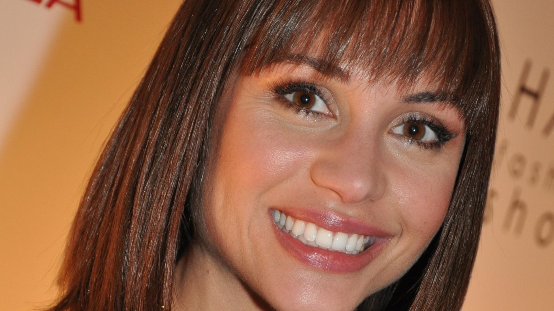 Ex-BBB Maria exibe novo corte de cabelo (19/9/11)