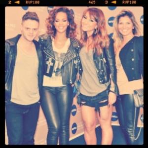 Sabrina Sato publica foto em seu Twitter com a cantora Rihanna (21/9/2011)