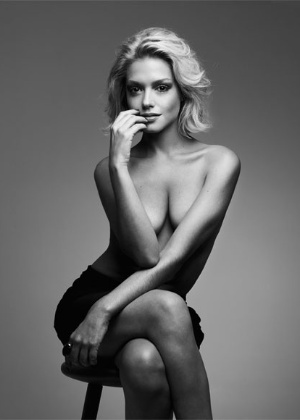 Thais Fersoza posa de topless para revista