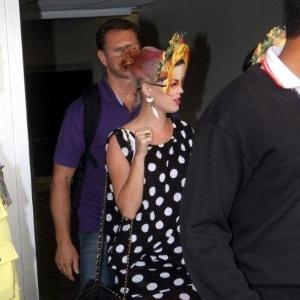 Cantora Katy Perry desembarca no Rio de Janeiro, onde fará show (22/9/11)