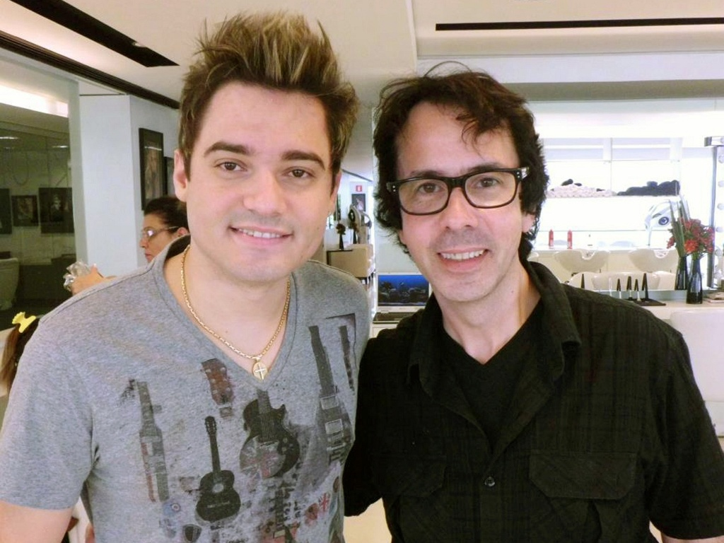 Fernando cuida do seu visual com o cabeleireiro Paulo Schettini, em São Paulo (21/9/11)