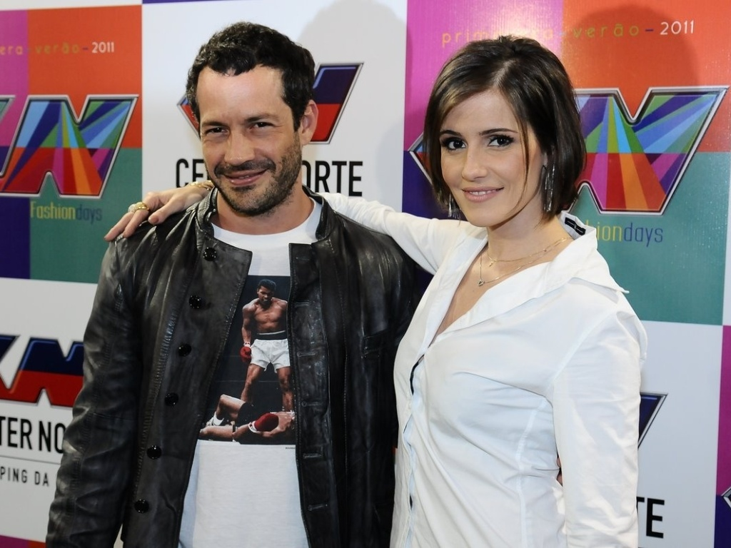 Os atores Malvino Salvador e Deborah Secco participam do Center Norte Fashion Days, evento de moda realizado no shopping da regio norte de So Paulo (22/9/11)