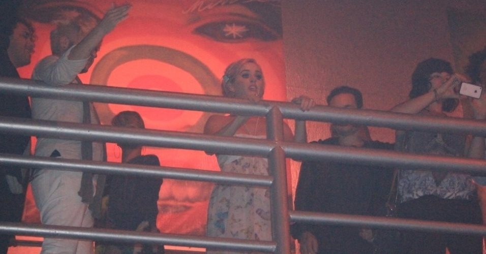 Rihanna e Katy Perry se divertem em balada GLS no Rio de Janeiro (22/9/11)