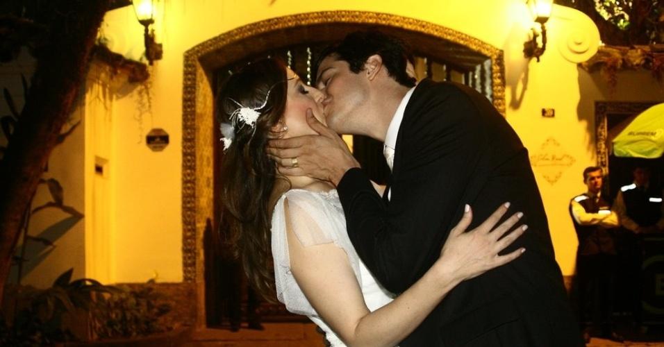 Mateus Solano e Paula Braun se casam em cerimônia íntima no Rio de Janeiro