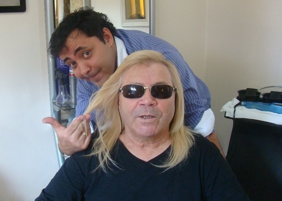 Depois - Ovelha, conhecido pelas mechas cacheadas, tem o cabelo alisado pelo cabeleireiro Julinho do Carmo (26/09/2011)