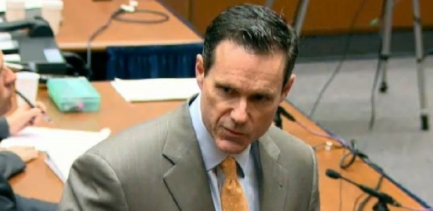 O advogado do Dr. Conrad Murray, Ed Chernoff, apresenta os argumentos da defesa em seu discurso de abertura durante o primeiro dia do julgamento do médico que é acusado pela morte de Michael Jackson, em tribunal de Los Angeles (27/9/2011)