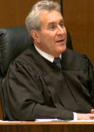 O juiz Michael Pastor, responsável pelo caso da morte do cantor Michael Jackson, no Tribunal de Los Angeles (27/9/11)