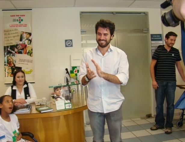 Eriberto Leão visita entidade que cuida de portadores de paralisia cerebral (28/9/11)