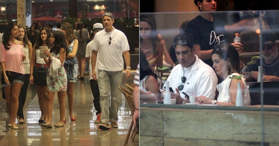 William Bonner e Fátima Bernardes almoçam juntos e passeiam com os filhos em shopping do Rio (01/10/11)