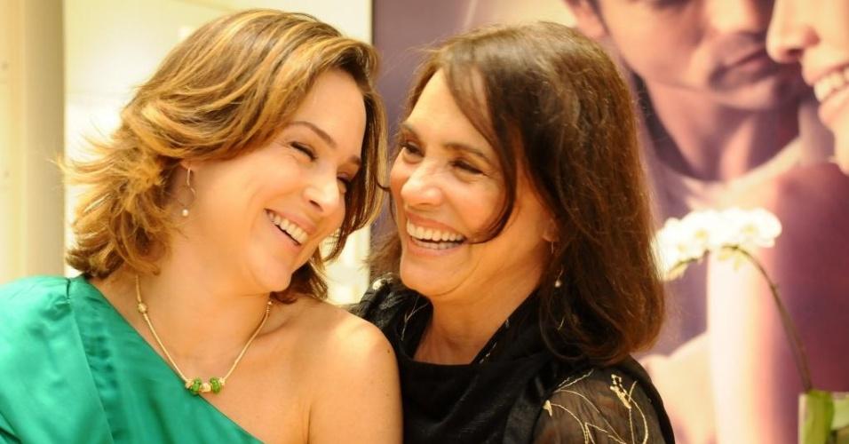 Gabriela e Regina Duarte na inauguração de uma loja em São Paulo (10/11/2010)